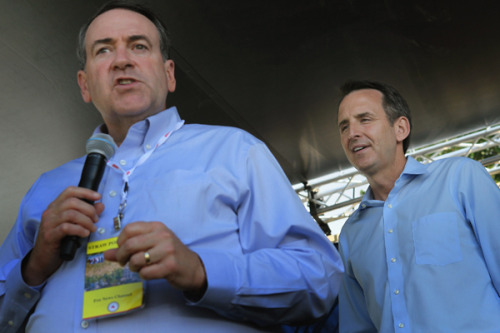 Mike Huckabee didn't endorse Tim Pawlenty at the Ames straw poll today. But they did wear the same outfit. (Scott Olson/Getty Images)