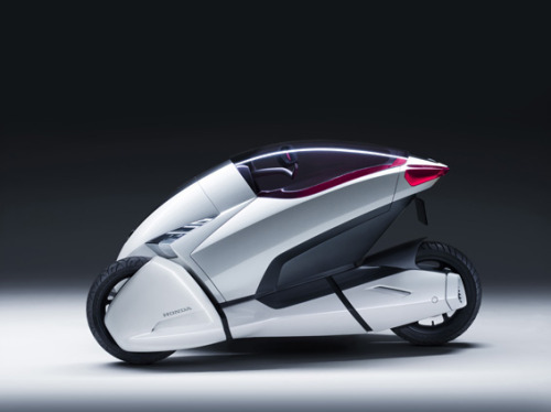 Sexy Honda 3R-C concept three wheeler. (via Honda Worldwide)