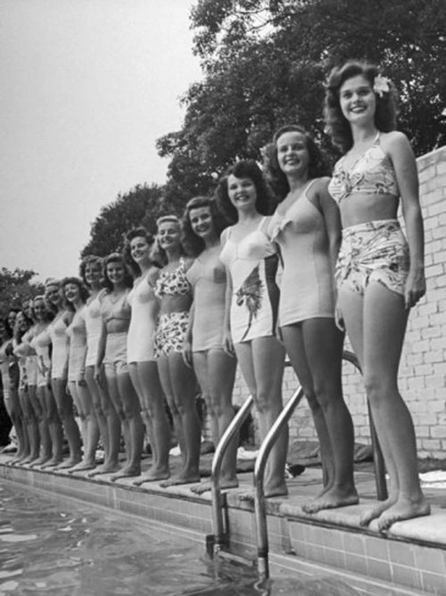 California and Florida beauty contestants, 1950's Photo by Peter Stackpole