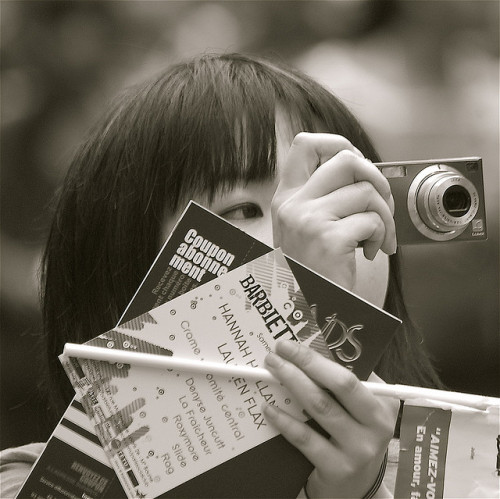 takingpicturesoftourists:  Two Eyed Tourist by Rarohonda on Flickr. Multi-tasking