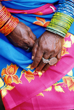 "lisafs:  INDIA - ""One Rupee "" ring by BoazImages on Flickr."