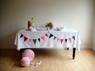 scissorsandthread:  DIY Bunting Tablecloth | The Sweetest Occasion When I first saw this I was like, 'eh, it's just paper bunting hung on the table'. No it's not! It's actually printed onto the cloth. How awesome! And the best part is that you can see it without having to sit at the table. This would be a perfect party table cloth to bring out on special occasions.