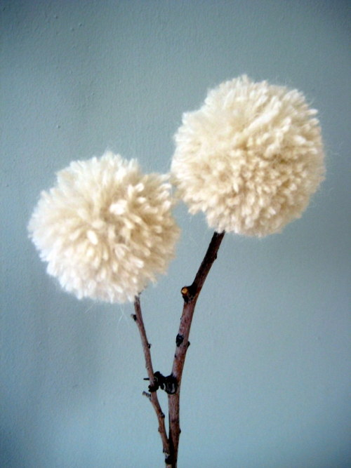 lisasanchez:  Make a Wish. Twig and Yarn Dandelions (via Apartment Therapy San Francisco)