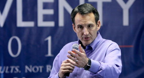 Former Minnesota Gov. Tim Pawlenty is quitting the GOP presidential  race, reports AP and ABC News. He came in third in Iowa's straw poll on Saturday  behind Minnesota Rep. Michele Bachmann and Ron Paul. (Charlie Neibergall/AP photo)