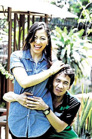 Gambar Yassin Senario dan isteri