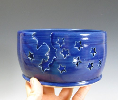 koifinds:  (via Yarn Bowl Starry Nights by glyntpottery on Etsy)   oh hai thurr, purdy.