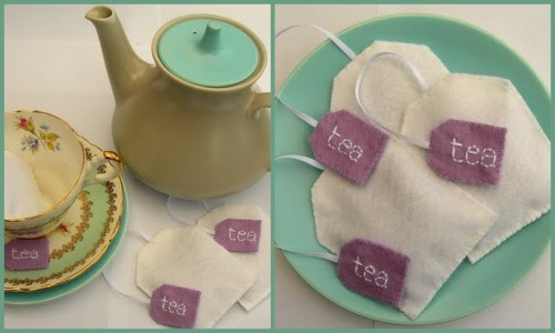 DIY Lavender Teabags. I know too much felt, but these are so easy and sweet!  Bugs and Fishes with the tutorial here.  Pattern, instructions, materials list - what more could I want?