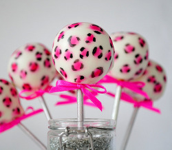 super cute cake pops!