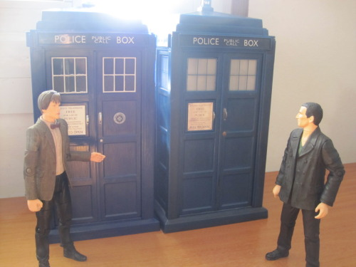 song-of-freedom:  why-the-face:   9: So… You've changed your TARDIS.11: Yup.9: I don't like it.11: Well, it's newer. And bluer.9: Oh yeah? Well, mine is bigger.11: No, it's not. They're the same si—9: Shut up.  Nine and Eleven finally meet. ;)  *SPORFLE*# So, the first meeting went well then? XDD