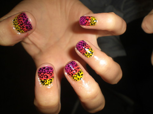 Color leopard nails!