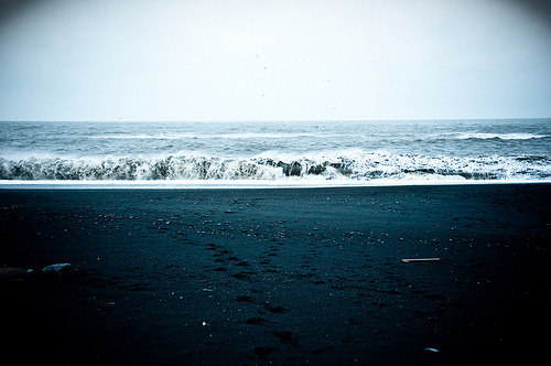 theworldwelivein: Black Sand (by Zanthia) Want to go to Iceland.