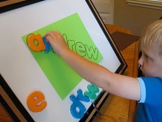 teachpreschool:  (via Toddler Approved!: Easy Cheesy Name Puzzle)