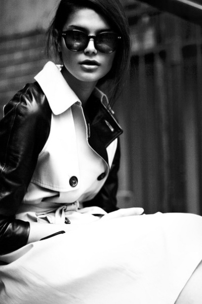 vogueandcoffee:  love the black/white trench
