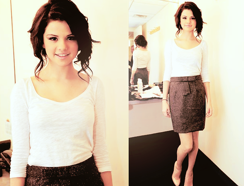 ni4ll:  love the skirt, the top, everything <3 love the face, the hair, everything <3