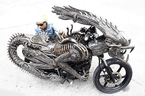 alien vs. predator custom motorbike