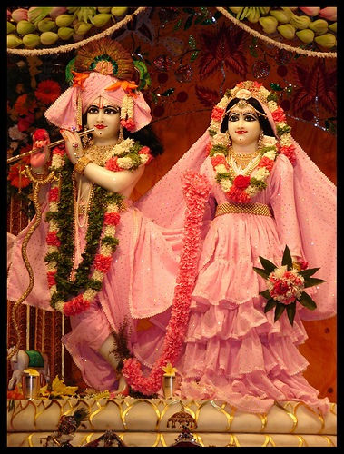 beinghindu:  Sri Krishna and Radha (via Plusetemple on Flickr)