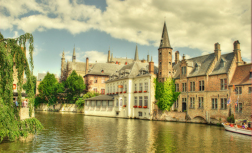 allthingseurope:  The historical centre of Bruges (by lotfi 85)