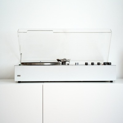 pinto:  Braun turntable, designed by Dieter Rams.