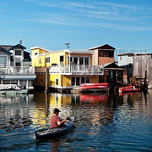 (via Life on a modern houseboat - MSN Real Estate)