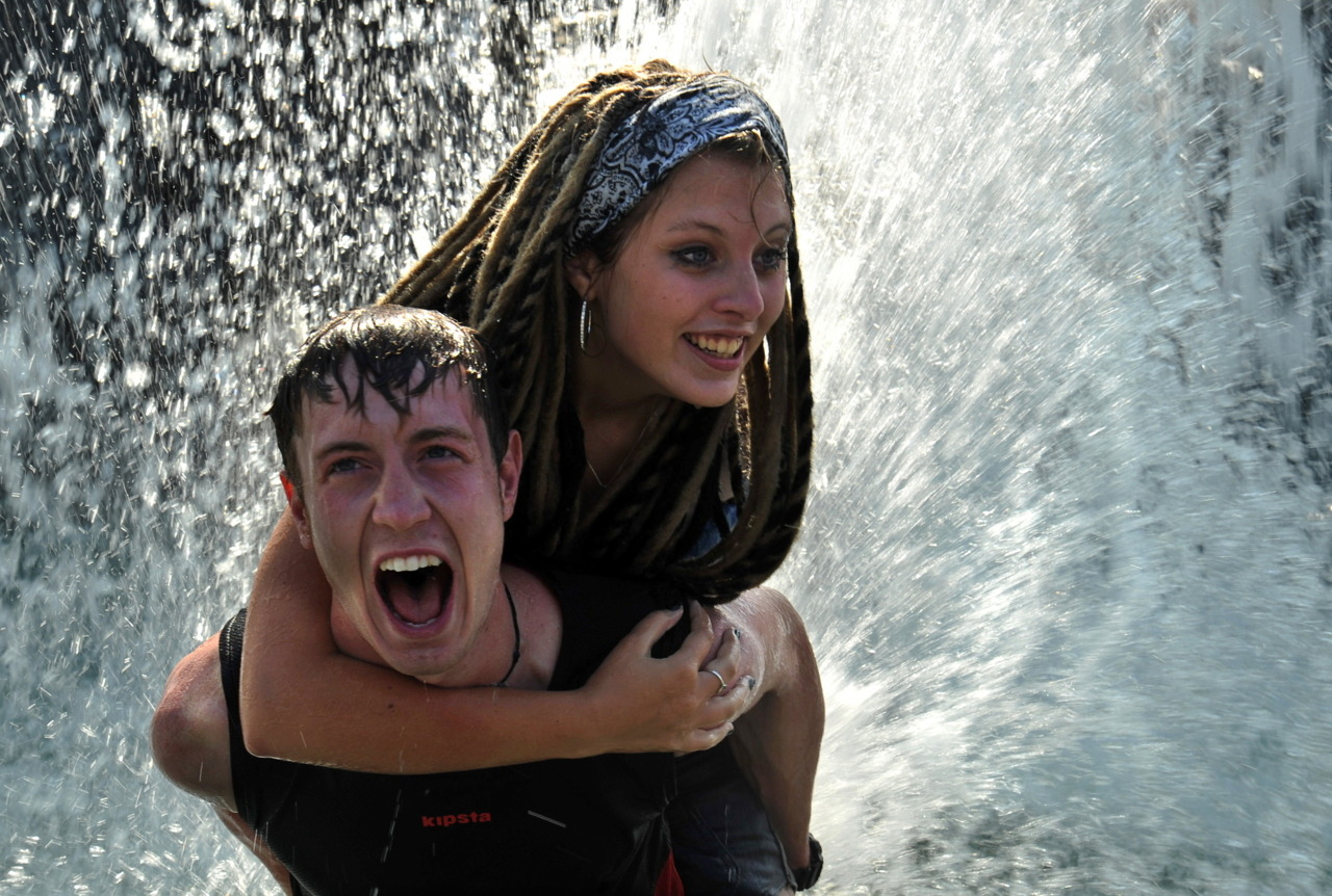 Photos of the dayA couple splashes in a fountain in central Moscow on August 15, 2011. (Andrey Smirnov/AFP/Getty Images)