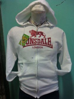 :: LONSDALE :: Sweatshirt Color: White Ink Color: Red, Blue Sizes: M ———————————————— Color de Sudadera: Blanca Color de Tinta: Roja, Azúl Tallas: M