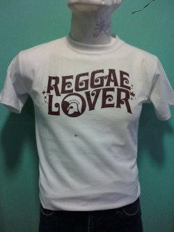 :: REGGAE LOVER :: T-Shirt Color: White, Beige, Mustard, Orange, Cyan, Green, Gray Ink Color: Brown, Black Sizes: S,M, L, XL ———————————————— Color de Playera: Blanca, Beige, Mostaza, Naranja, Cyan, Verde, Gris Color de Tinta: Café, Negra Tallas: CH, M, G, XG