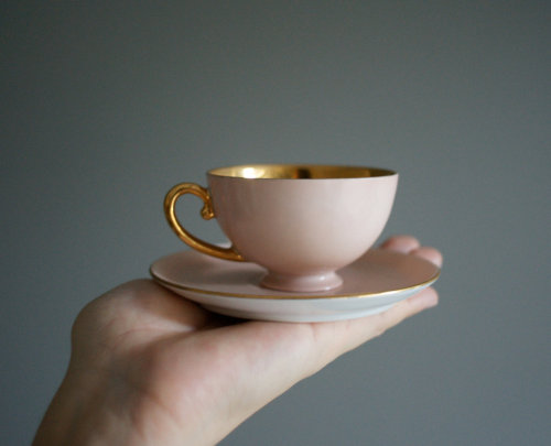 heightofvintage:  let's have an upside down tea party!