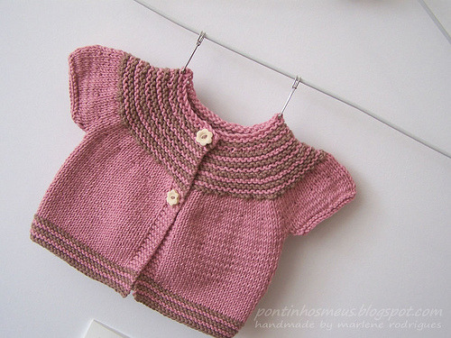 Rose/chocolat baby cardigan (by pontinhos meus)