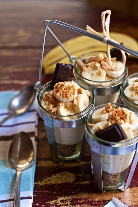 justbesplendid:    Peanut Butter Banana Cream Pie Parfaits by Family Fresh Cooking   INGREDIENTS 2-3 Bananas, mash one and slice the other 2 into tho pieces 8 ounces thick fat free Greek Yogurt 1 ounce natural Peanut Butter, we like crunchy 1/4-1/2 dropper full of Vanilla Stevia Drops 1 ounce ground Flaxseed 1 ounce chopped Salted Peanuts, plus some for topping a few pinches of ground Cinnamon 4 pieces of fine dark Chocolate OPTIONAL GARNISH freshly Whipped Cream Chocolate Sauce METHOD Combine one mashed banana with yogurt and peanut butter. Add stevia or your favorite natural sweetener to taste if desired. Mix together chopped peanuts and flaxseed. Layer flaxseed in a small glass and then the yogurt. Top with sliced bananas, more chopped nuts, a piece of chocolate and a dash of cinnamon.