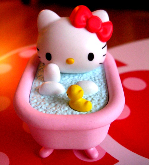 cakewannaminaj:  Hello Kitty in bathtub