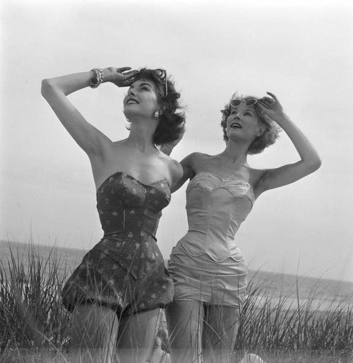 theniftyfifties:  Models in bathing suits.  Oh, I just love this! I wish I could be this marvelous all the day long…