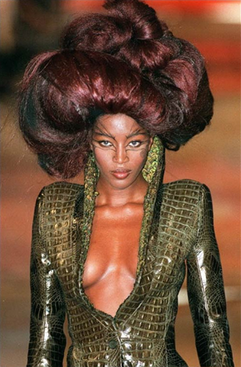 carolinetrentini:  Naomi Campbell, Givenchy by Alexander McQueen Fall/Winter 1997 Haute Couture