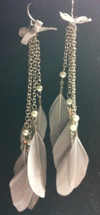 FOREVER NEW FEATHER EARRINGSColour: GreyCondition: Brand new, never wornOnly bought them cos they're so cute lol :(Selling for: $15 > $10 (until friday)SOLD