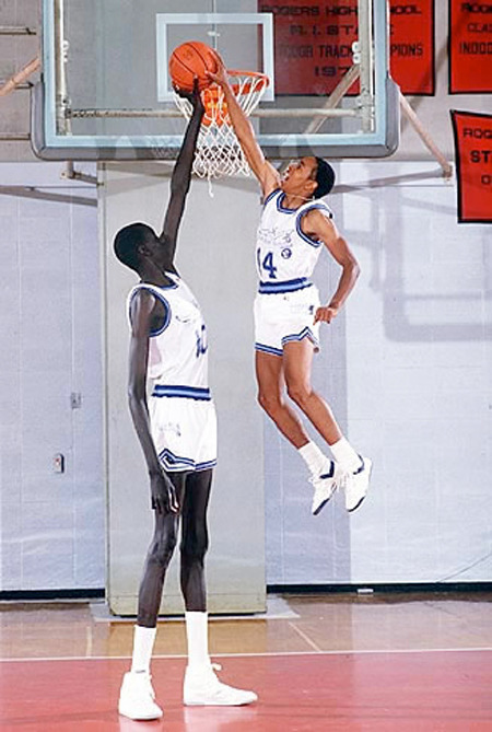 sportsnetny:  Manute Bol vs. Spud Webb via TheAggregate.net