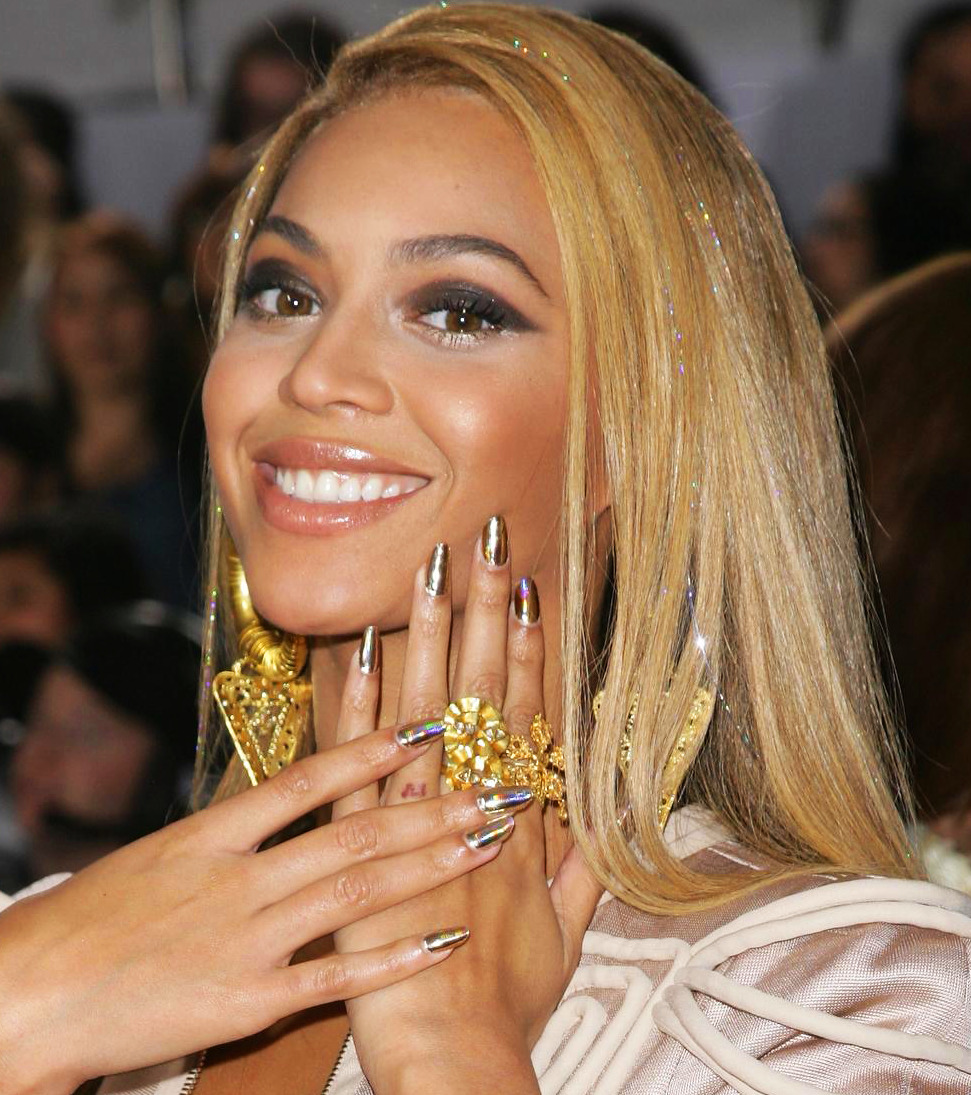 Beyoncé with Minx Money nails
