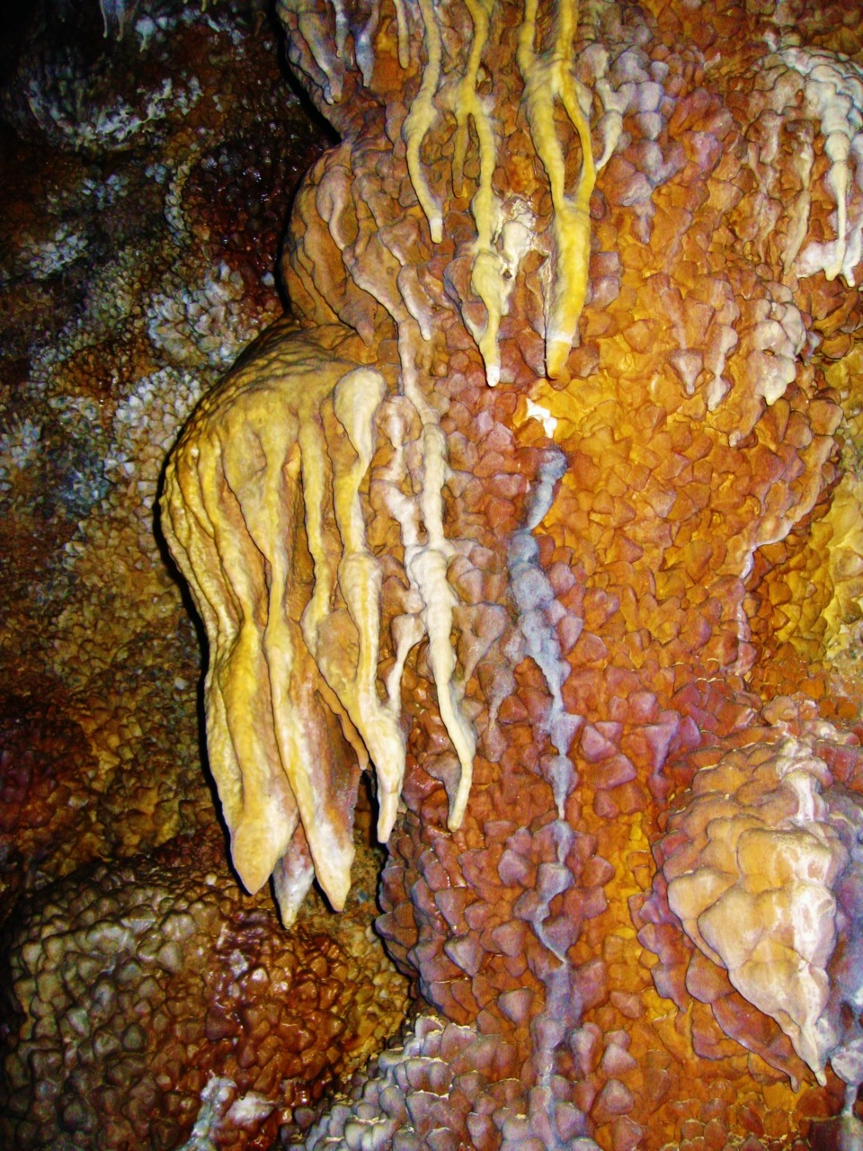 it-sfullofstars:  Flowstone draperies and calcite crystals in Jewel Cave, South Dakota
