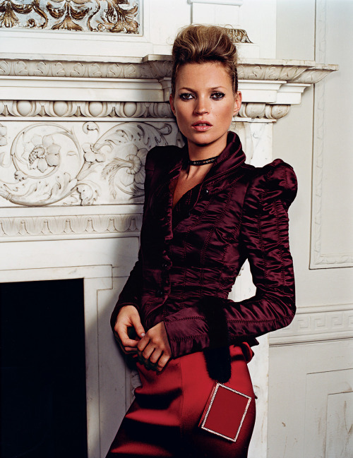 sevendaysofkate:  Kate by Mario Testino in Vogue, September 2004. Looking like a real lady.