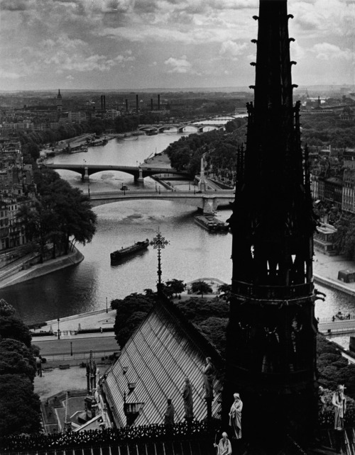 firsttimeuser:  Wolf Suschitzky. View Notre Dame, Paris, 1939