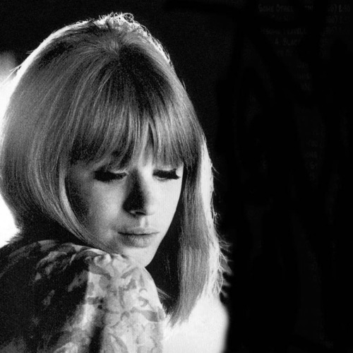 MARIANNE FAITHFULL groupieslounge:  Perfect haircut!