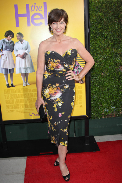 democracydiva:  ALLISON JANNEY // dress by Dolce & Gabbana. More on the blog!