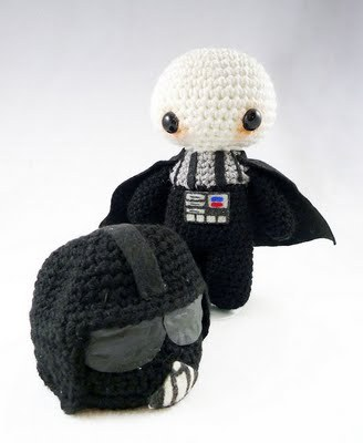 cheersthen:  Darth Vader Amigurumi by Crafty Dork.