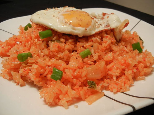 (via [Blog] Korean Food Recipes – Kimchi Fried Rice | Talk To Me In Korean)
