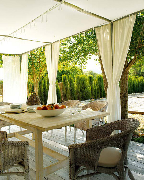 myidealhome:  summer lunch (via the style files)