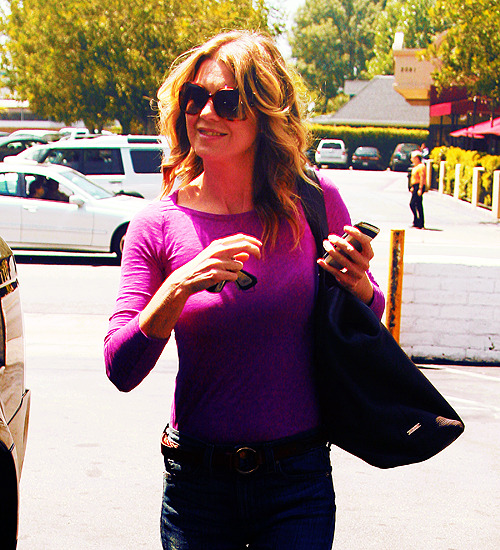 60 days of Ellen Pompeo (candids/appearances) (★) 50# at the Natural Foods Market in Los Feliz - August 15, 2011