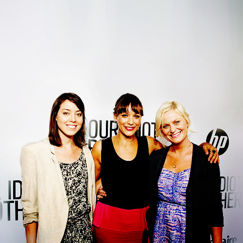 Aubrey Plaza, Rashida Jones and Amy Poehler arrive at the premiere of  'Our Idiot Brother' on August 16, 2011 in Hollywood, California.