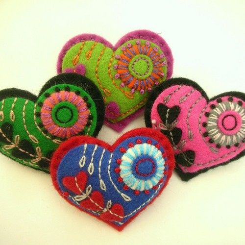 craft-obsessed:  Embroidered felt hearts