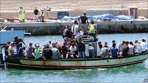 Italy says Lampedusa migrant numbers rising There has been a sharp increase in the number of African migrants arriving in Italy in overcrowded boats, officials say. More than 3,000 people have reached the small island of Lampedusa - 200km (124 miles) off the Tunisian coast - in the past few days, they report. Arrivals are said to include Somalis and Nigerians as well as North Africans fleeing the violence in Libya. (via BBC News)
