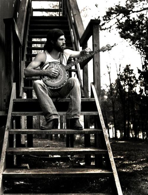 horseshavefeathers:  one of the Avett Brothers