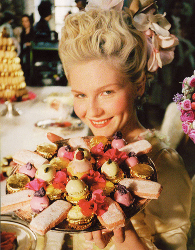 crispina:  Cakes with the queen.