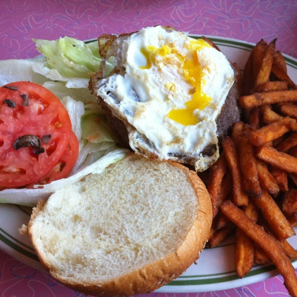 Fried egg on my burger yo! #beef #Astoria #jackson hole (Taken with instagram)